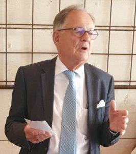 Ordförande, Lars Werner, håller tal