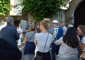 Patrik håller en målande beskrivning av brandskattningen av Visby