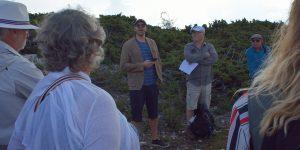 Alexander berättar på ett pedagogiskt sätt om geologin.
