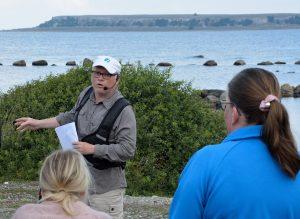 Tony berättar om fågellivet på Stora Karlsö